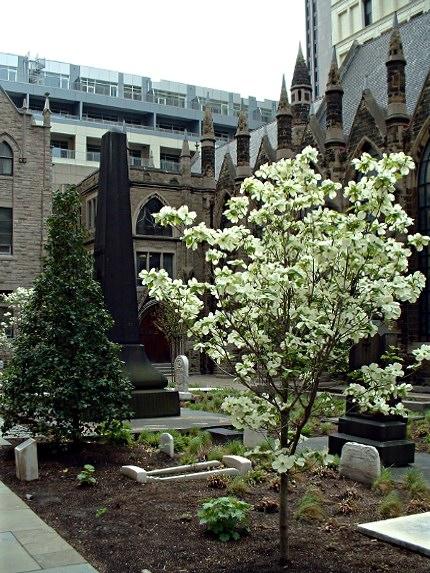 2009-05-02-trinity-churchyard-02
