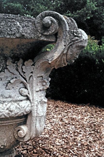 2009-08-xx-Mellon-Park-Urn-01